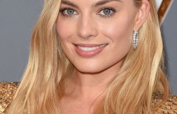 """Margot Robbie talks her """"SHIT"""" hair, her housemate skills & why Cara Delevingne is a gem"""