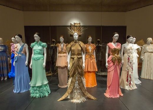 """The Met's """"Heavenly Bodies""""and Rihanna's Hat Examines Power in the Catholic Church"""